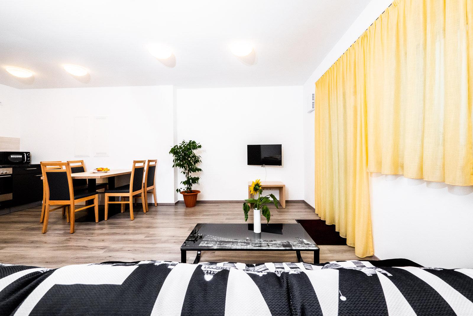 Apartment / Suite 8
